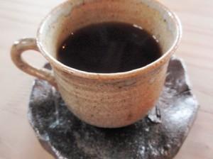 カップもソーサーも名越さんの作品です。